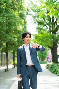 若いアジア人のビジネスマンの写真素材 [FYI04645431]