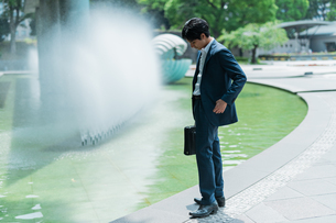 若いアジア人のビジネスマンの写真素材 [FYI04645477]