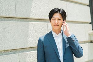 若いアジア人のビジネスマンの写真素材 [FYI04645532]