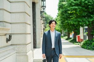 若いアジア人のビジネスマンの写真素材 [FYI04645533]