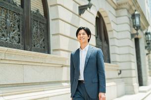 若いアジア人のビジネスマンの写真素材 [FYI04645537]