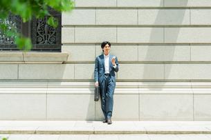 若いアジア人のビジネスマンの写真素材 [FYI04645558]