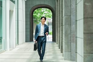 若いアジア人のビジネスマンの写真素材 [FYI04645643]