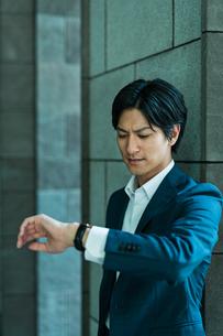 若いアジア人のビジネスマンの写真素材 [FYI04645661]