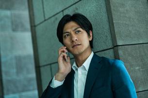 若いアジア人のビジネスマンの写真素材 [FYI04645688]
