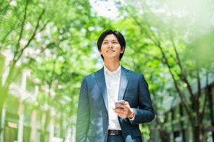 若いアジア人のビジネスマンの写真素材 [FYI04645692]