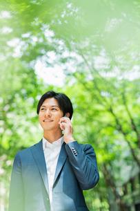 若いアジア人のビジネスマンの写真素材 [FYI04645701]