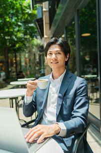 若いアジア人のビジネスマンの写真素材 [FYI04645713]