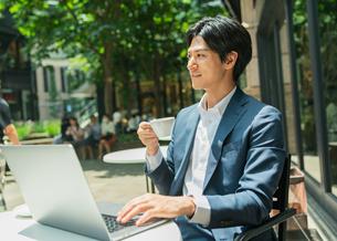 若いアジア人のビジネスマンの写真素材 [FYI04645715]