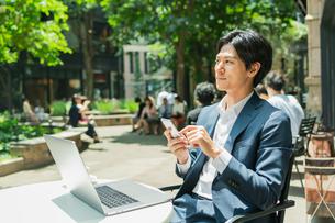 若いアジア人のビジネスマンの写真素材 [FYI04645721]