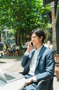 若いアジア人のビジネスマンの写真素材 [FYI04645726]