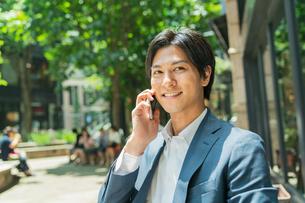 若いアジア人のビジネスマンの写真素材 [FYI04645731]