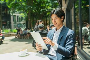 若いアジア人のビジネスマンの写真素材 [FYI04645735]