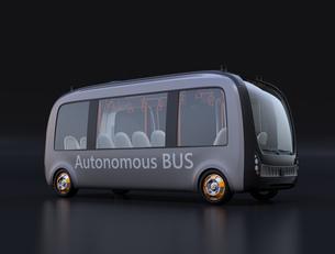 黒バックに自動運転バスのイメージの写真素材 [FYI04645839]