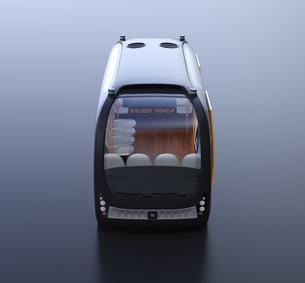 黒バックに自動運転バスのイメージの写真素材 [FYI04645840]