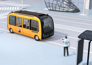 スマホでライドシェアをリクエストして迎えに来た自動運転バスのイメージの写真素材 [FYI04645851]