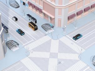 現代都市の交差点を通過する自動運転車と地下鉄入口のイメージの写真素材 [FYI04645854]