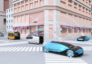 交差点に通過中の自動運転車の間に通信して情報を交換するイメージ。コネクテッドカーコンセプトの写真素材 [FYI04645856]