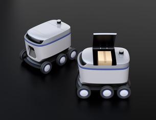 黒バックに2台デリバリーロボットのイメージ。ラストワンマイルコンセプトの写真素材 [FYI04645938]