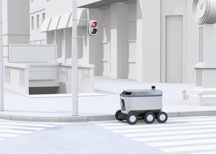 交差点を通過する配送ロボットのイメージ。ラストワンマイルコンセプトの写真素材 [FYI04645949]