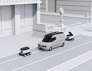 交差点の近くに配達中の宅配車と配送ロボットのイメージの写真素材 [FYI04645951]