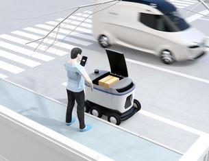 自動運転配送車からスマホアプリで開錠し荷物を受け取る。物流ラストワンマイルのコンセプトの写真素材 [FYI04645966]