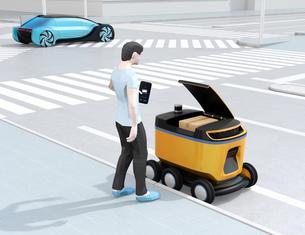 自動運転配送車からスマホアプリで開錠し荷物を受け取る。物流ラストワンマイルのコンセプトの写真素材 [FYI04645973]