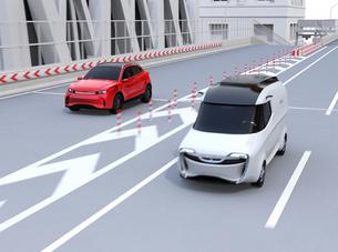 ETC料金所を通過して本線に合流する赤色SUVのイメージの写真素材 [FYI04646014]