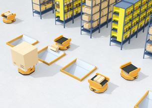 商品棚を運び、仕分けするAMR自律型協働ロボットのコンセプトイメージの写真素材 [FYI04646031]