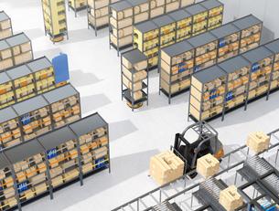 商品棚を運んでいるAMR自律型協働ロボットのコンセプトイメージの写真素材 [FYI04646050]