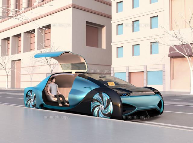 ライドシェア用自動運転車に乗り込み、出発を待つ人。ライドシェアコンセプトの写真素材 [FYI04646052]