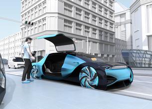 ライドシェア予約で迎えに来た自動運転車のイメージ。ライドシェアコンセプトの写真素材 [FYI04646071]