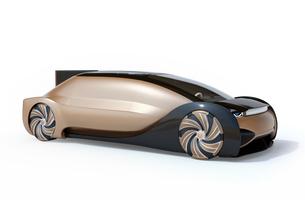 白バックにメタリックゴールド色の自動運転電気自動車高級サルーン。オリジナルデザインの写真素材 [FYI04646077]