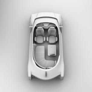 背景用クレイシェーディングの自動運転電気自動車高級サルーンのカットモデルイメージの写真素材 [FYI04646102]