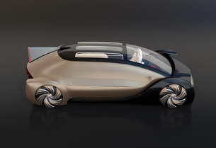 黒バックにメタリックゴールド色の自動運転電気自動車高級サルーンのイメージの写真素材 [FYI04646150]