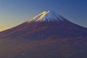 新道峠から見た朝焼けの富士山の写真素材 [FYI04646172]