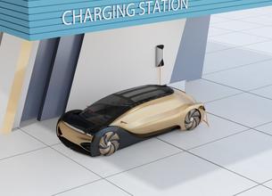 充電ステーションに充電している自動運転高級サルーンのイメージの写真素材 [FYI04646197]