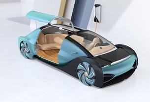充電ステーションに充電している自動運転高級サルーンのイメージの写真素材 [FYI04646212]