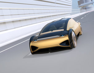 高速道路に走行している自動運転電気自動車高級サルーンのイメージの写真素材 [FYI04646237]