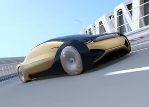 高速のカーブを通過する自動運転高級サルーンのイメージの写真素材 [FYI04646245]