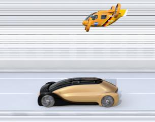 配車中の自動運転車とレスキュードローンのイメージの写真素材 [FYI04646250]