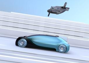 高速道路走行中の自動運転車と空飛ぶタクシーのコンセプトイメージの写真素材 [FYI04646252]