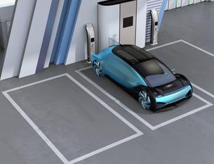 ソーラーパネルが備えている水素ステーションに駐車している自動運転FCVのイメージの写真素材 [FYI04646281]