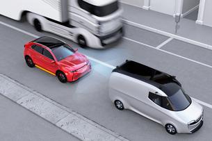 自動ブレーキをかけて追突事故を回避したイラスト。左側通行(右ハンドル)向けの自動ブレーキコンセプトのイラスト素材 [FYI04646367]