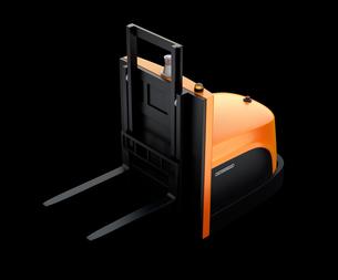 黒バックにバッテリー式自動運転フォークリフト車の写真素材 [FYI04646376]