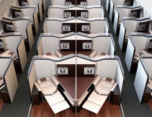 個室型ビジネスクラススイート(中央列)のフルフラットシート状態のイメージ。の写真素材 [FYI04646427]