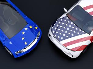 自動車にEUと米国の旗。欧米車関税掛け合い、貿易戦争のコンセプトの写真素材 [FYI04646443]