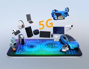 スマホにスマート家電、ロボット、ドローン、自動運転車。次世代高速通信「5G」のコンセプトの写真素材 [FYI04646463]