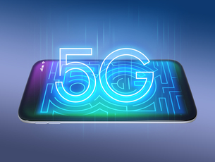 スマホに「5G」文字が輝いている。「5G」コンセプトの写真素材 [FYI04646465]
