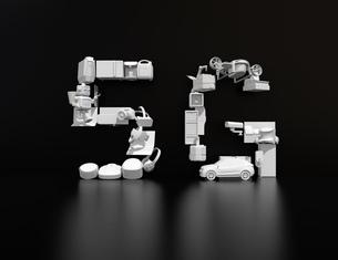 黒バックに白い家電、ドローン、クルマで組み合わせた「5G」文字。「6G」コンセプトの写真素材 [FYI04646472]